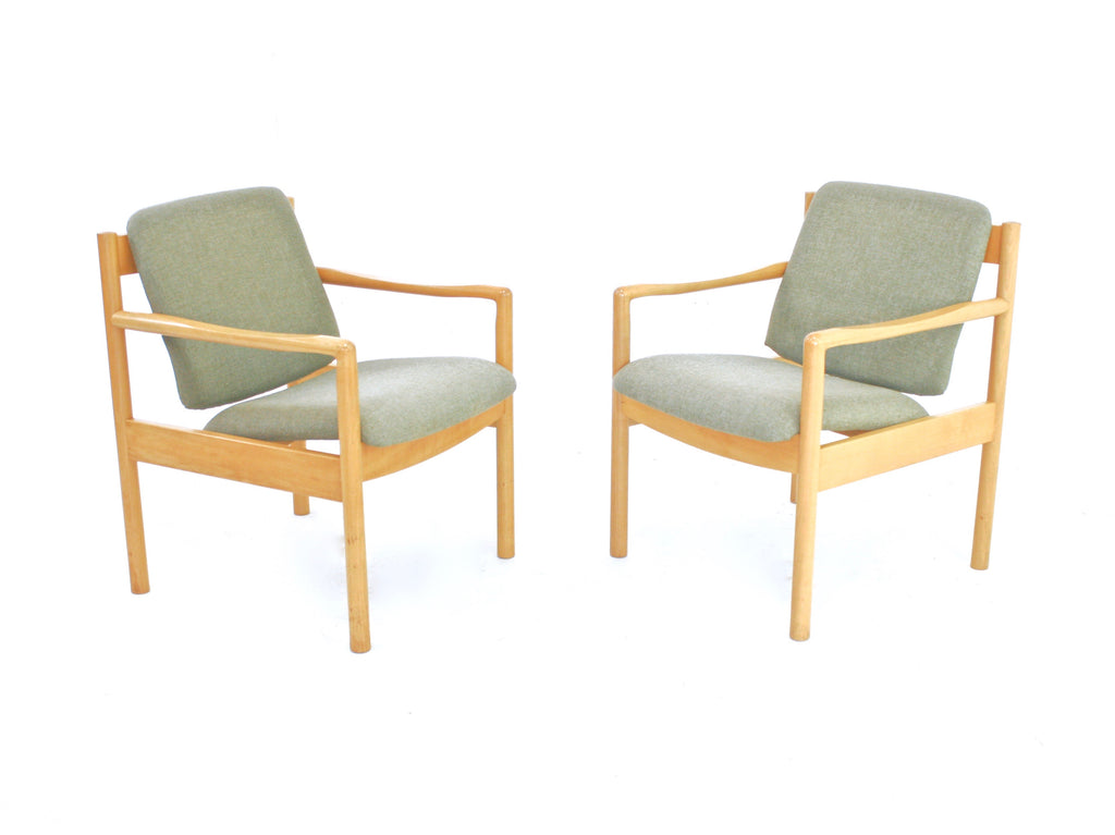 PAIR OF MID CENTURY LOUNGE CHAIRS BY ERCOL OF LONDON