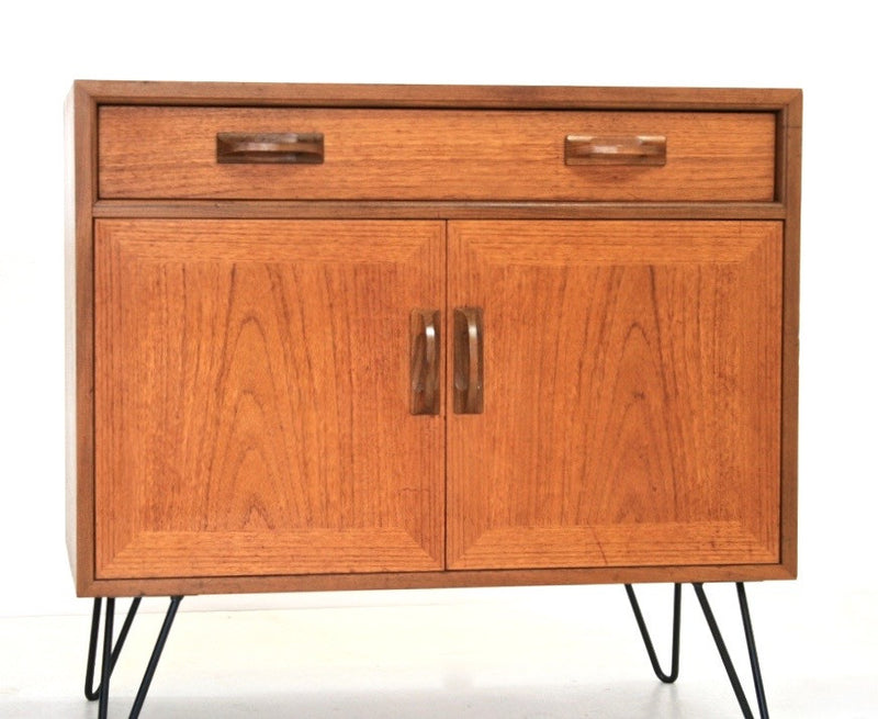 PAIR OF MID CENTURY NIGHTSTANDS BY V.B WILKINS