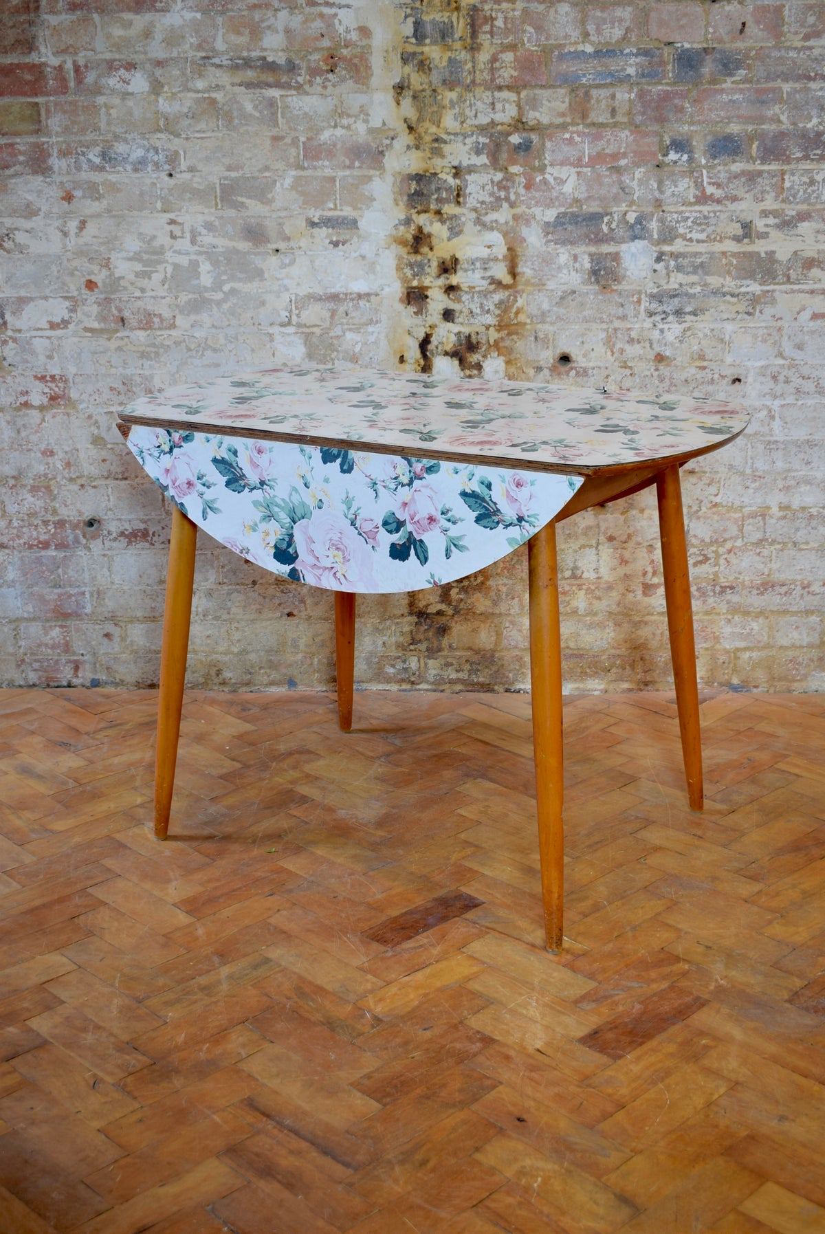 Floral Kandya Dining Table & Chairs