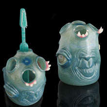 Salt Peacock Chameleon Toothbrush Holder