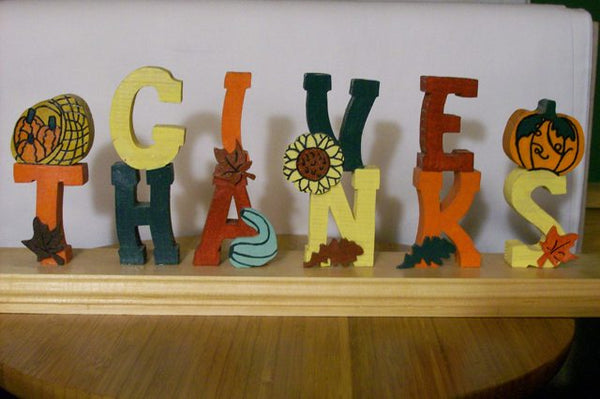 Give Thanks Shelf Sitter