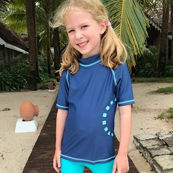 Blue/ turquoise short-sleeved rash top (zipped)