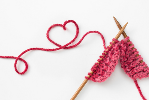 two knitting needles with yarn