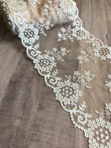 "Beige & White 7"" Wide Embroidered Lace Trim"