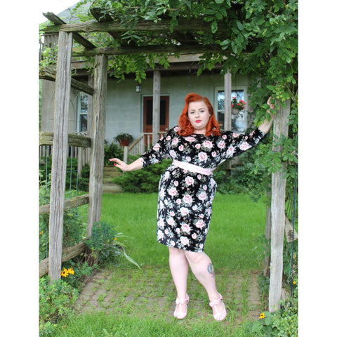 Maggie Wiggle Dress - Roses - Retro Peaches