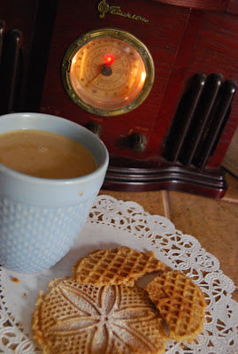 italian pizzelle almond cookie