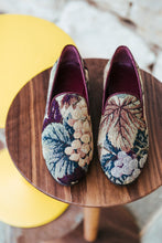 Load image into Gallery viewer, Women's Grapevine Tapestry Slippers