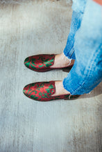 Load image into Gallery viewer, Women's Burgundy Brocade Valenciana Slippers