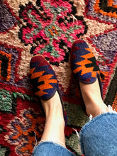 Load image into Gallery viewer, Women's Kilim Slippers size 39 (US size 9)