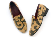 Load image into Gallery viewer, Women's Ivy Tapestry Slippers