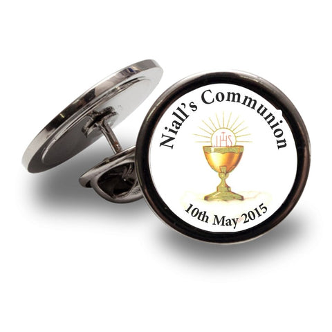 This communion lapel pin can be personalised with the childs name and date of their Communion. Just type the text into the box on the next page and we will take care of the rest. This Communion Lapel Pin comes in a smart black presentation box