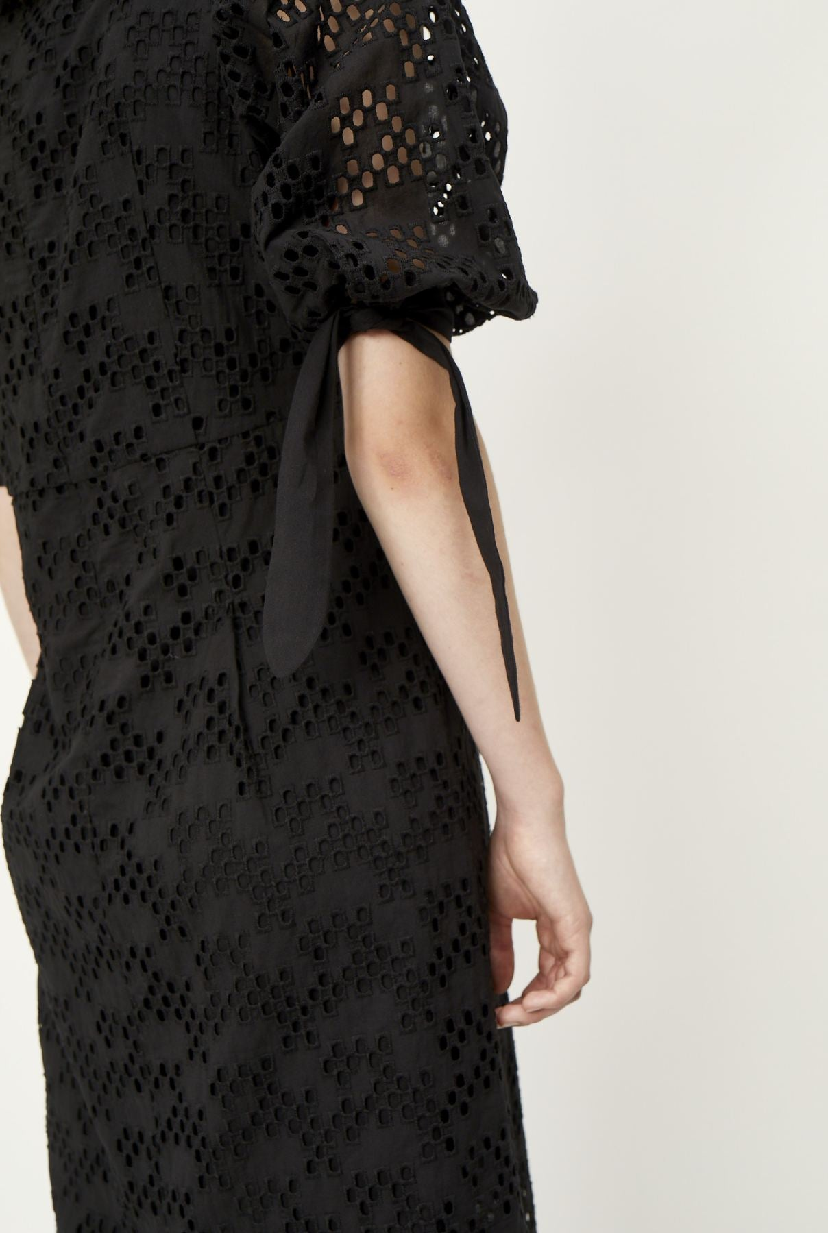 Avador Dress in Black