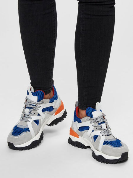 Amy Chunky Trainers in Baleine Blue