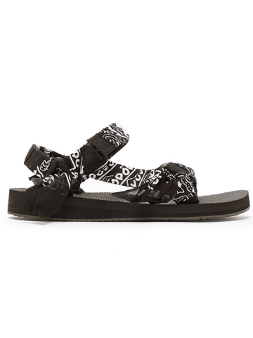Trekky Sandal in Black