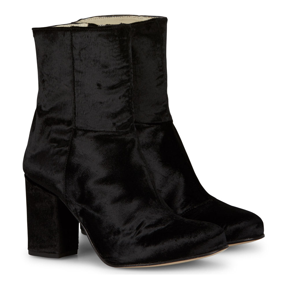 Myra Velvet Boots in Black