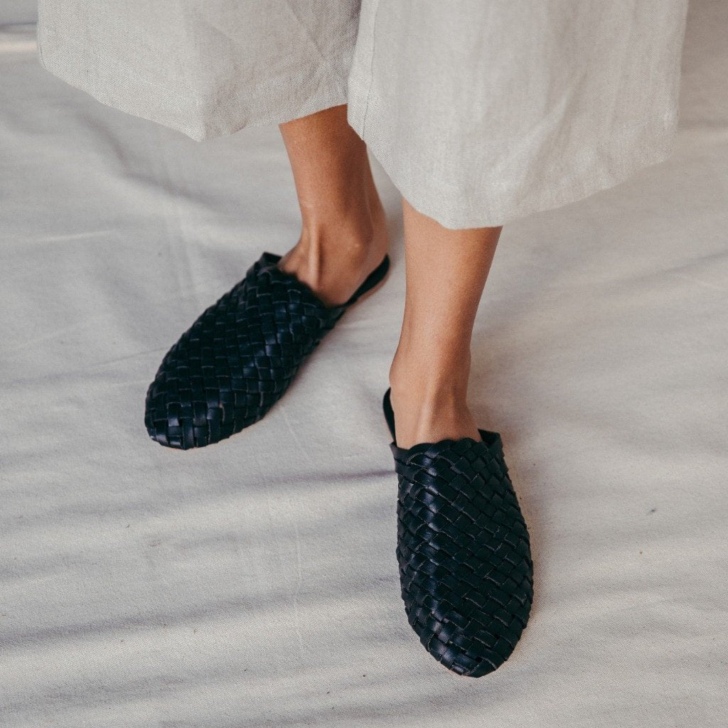 Bunto Woven Loafers in Black