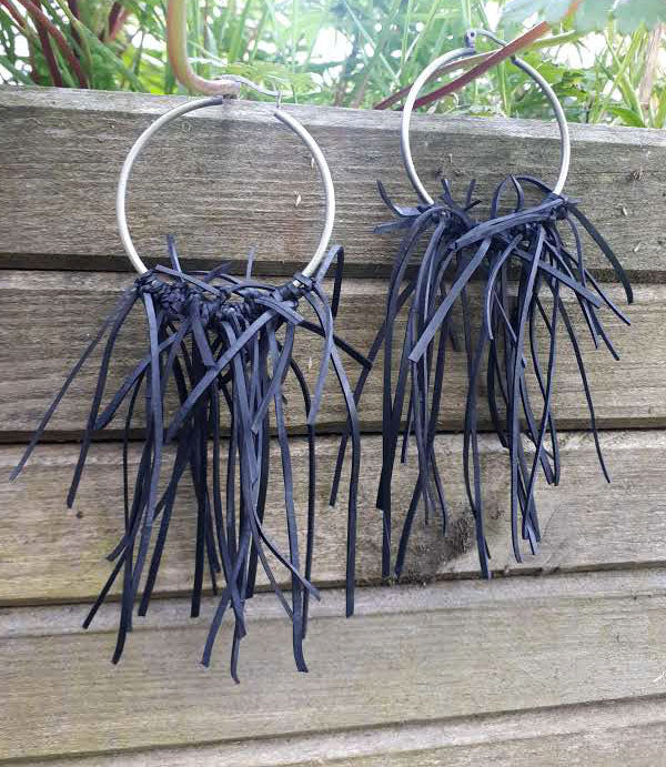 upcycled inner tube jewellery by Laura Zabo