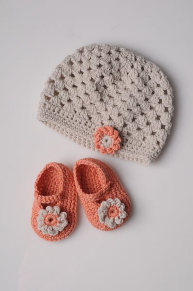 Mrs Moon Baby Booties - Crochet - The Knitter's Yarn