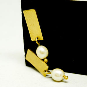 Martha Sturdy Earrings - Minimal Pearl