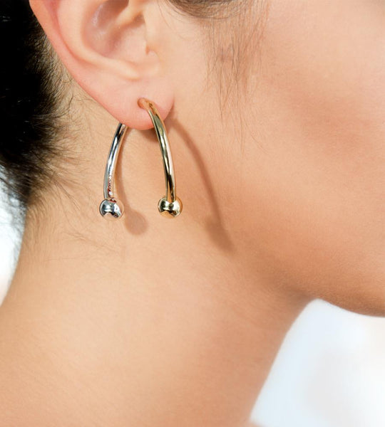 Eddie Borgo Curved Barbell Hoop Two-tone Earring - TheSeptember.com