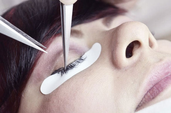 How to Remove Eyelash Extensions 101
