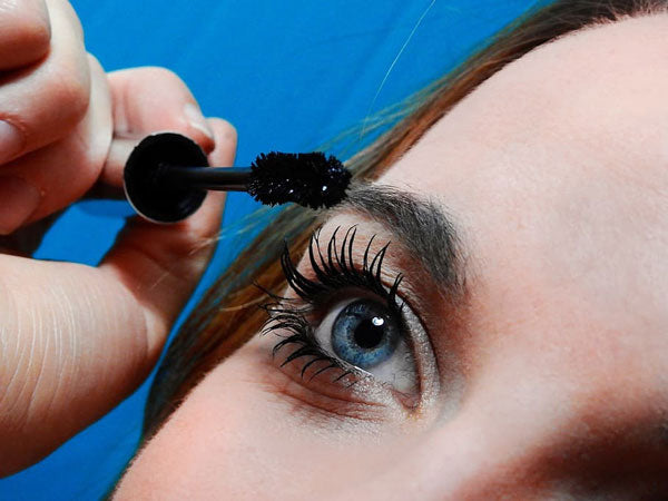 using a lash brush on extensions