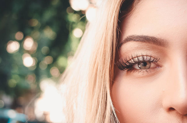 Woman who knows different types of lash extensions
