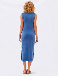 Knotted dress with slits