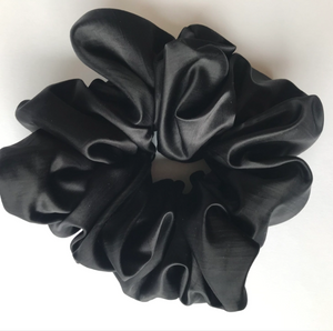 Cloud satin oversized scrunchie - black