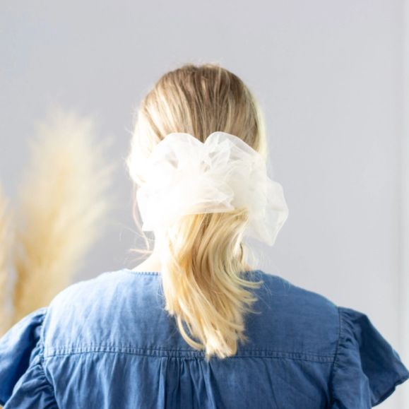 Cloud tulle scrunchie - white