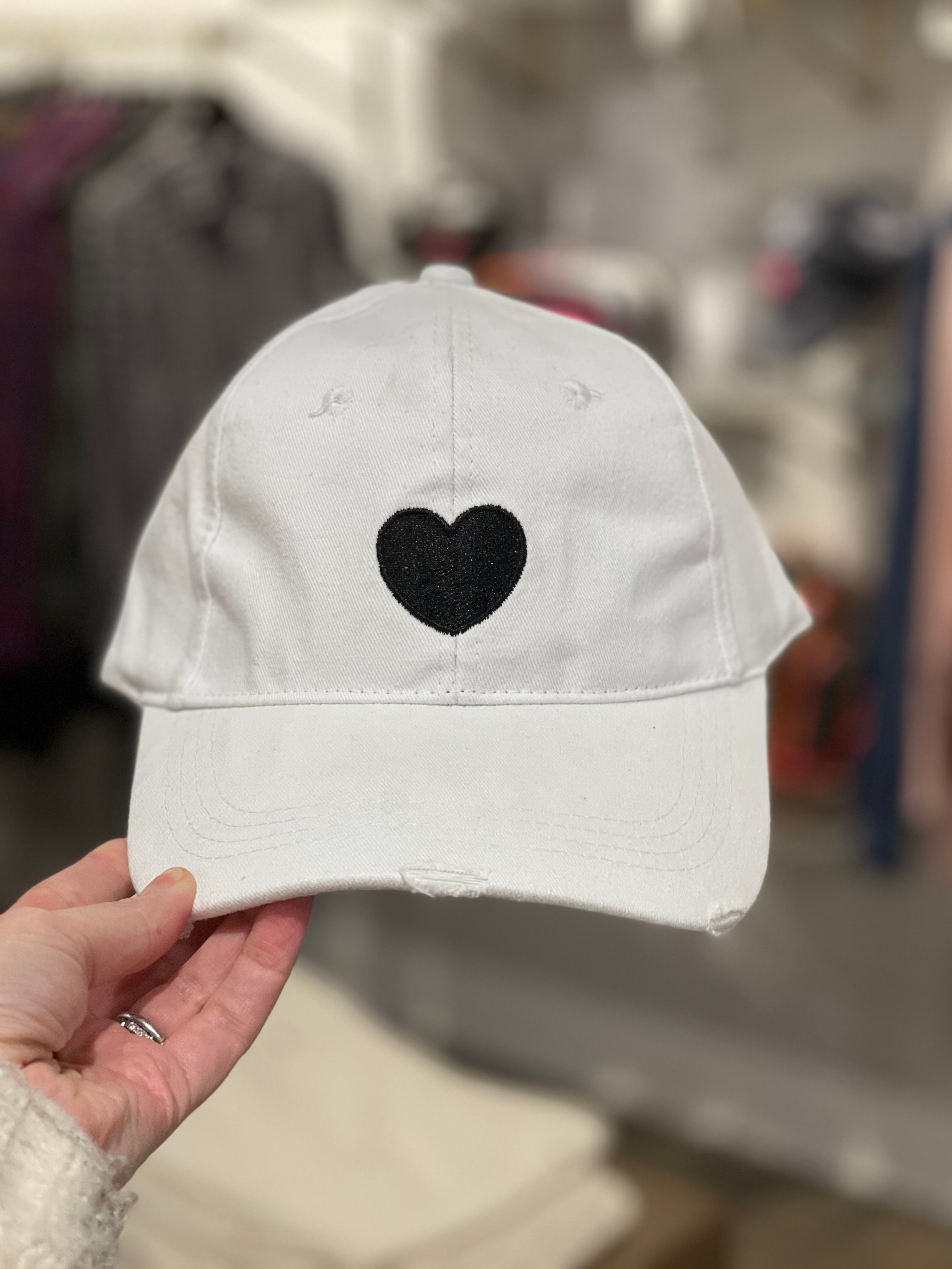 Baseball cap - white / black heart
