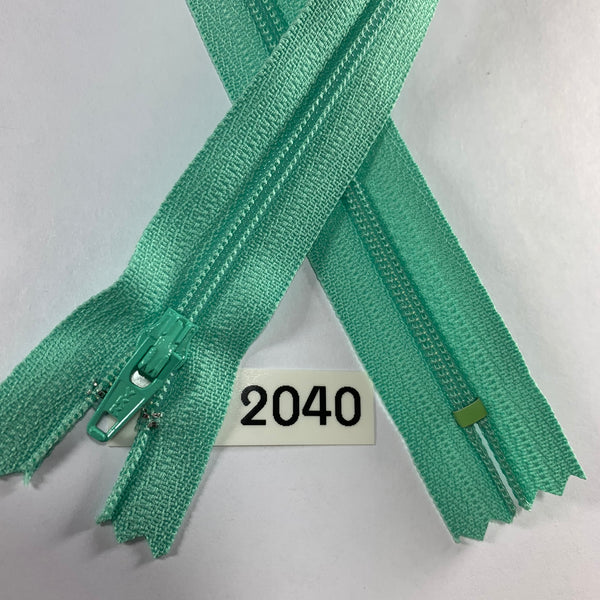 YKK zip #3 RegPull 22in 2040 IN STOCK