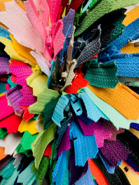 Bundle of 104 colors, 14 inch #3 single locking pull zippers.