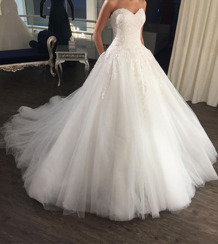 Strapless Elegant Sleeveless Top Lace Ball Gown Long Tulle Wedding Dress