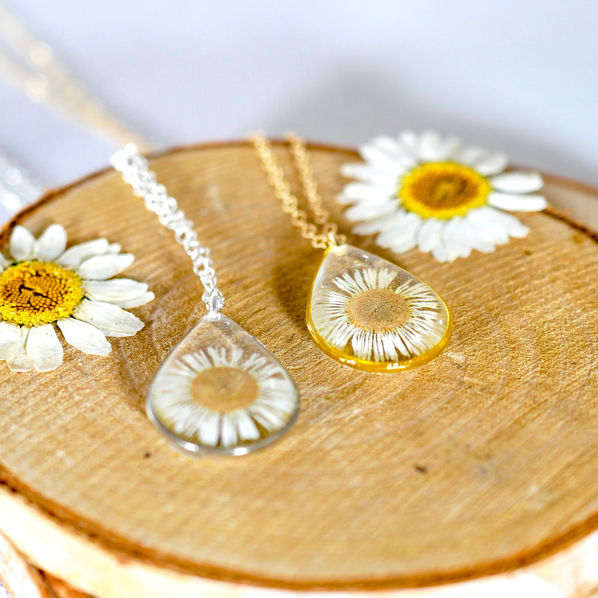 Tiny daisy Teardrop Necklace