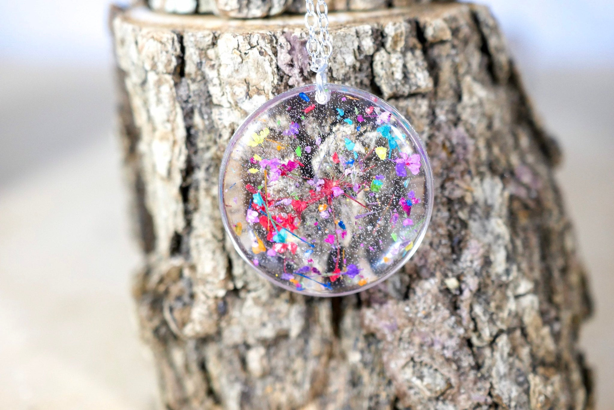 Pressed Flowers in resin Necklace, Pressed flower jewelry, Queen annes lace, preserved nature terrarium pendant, Flower confetti