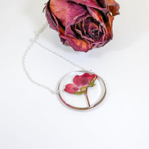 Amour Necklace - Pressed Rose Circle Necklace
