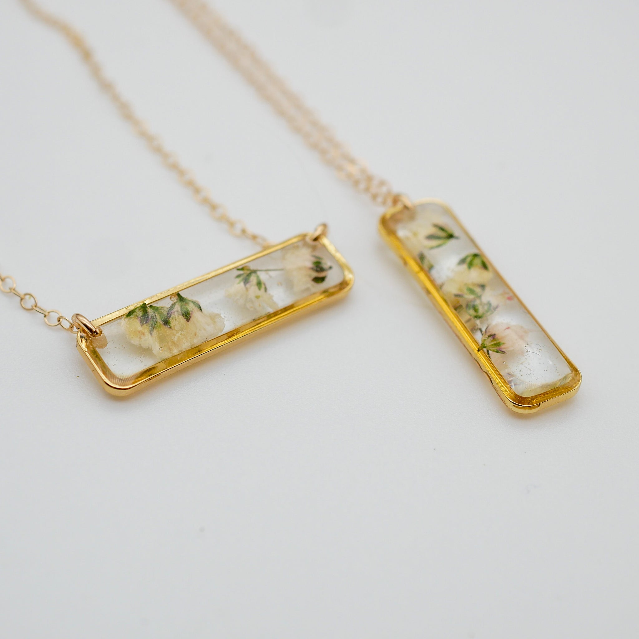Horizontal Baby's breath bar necklace