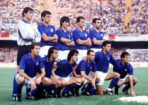 The 1990 Italian team poses for a pre-match photo.