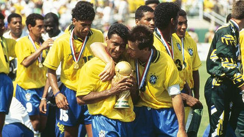 Romário carries the World Cup trophy alongside his teammates.