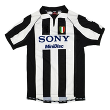 Load image into Gallery viewer, 1997-1998 Juventus home shirt