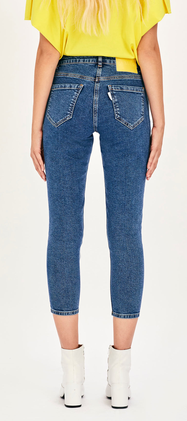 Cropped Jeans in 80's Blue