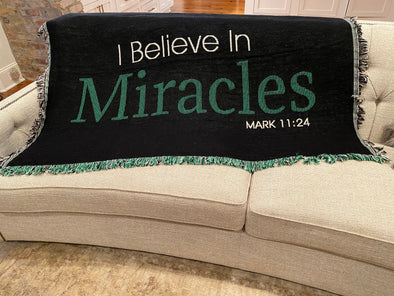I BELIEVE IN MIRACLES AFFIRMATION THROW