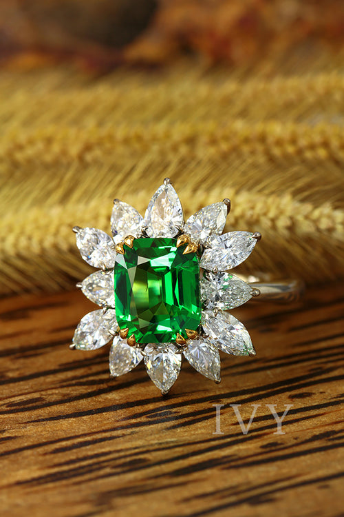 Soleil Vert Ring with Tsavorite and Diamond