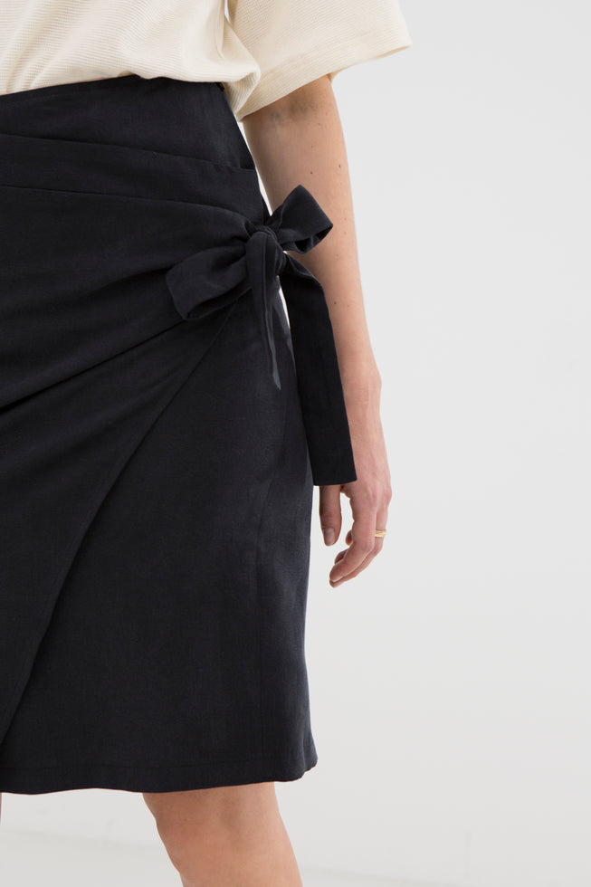 Rut V2 Black Tencel Skirt