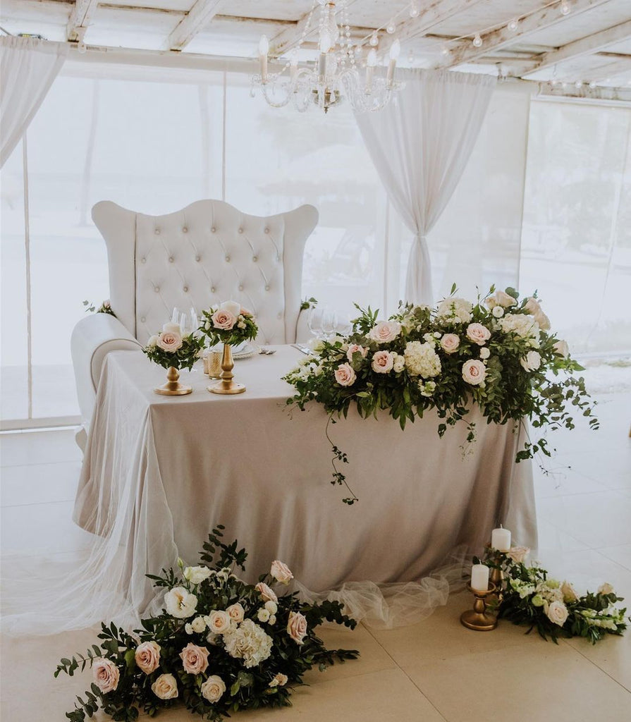 neutral sweetheart table