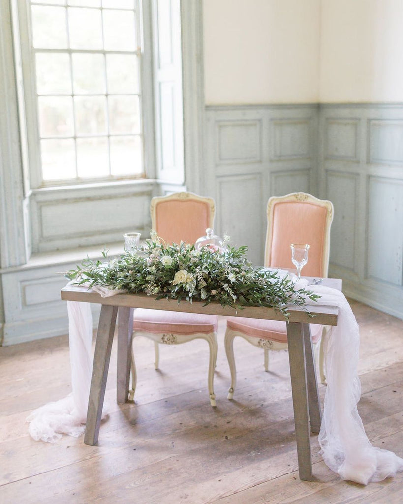 chic sweetheart table
