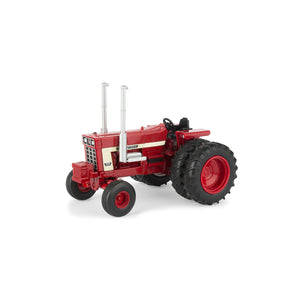 1/32 International 1568 tractor Open station with V8 Engine