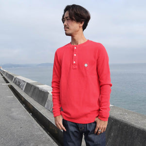 【RE STITCH】<br>ヘビーバッグワッフルヘンリー<br>The RE STITCH Heavy Bag Waffle Henley in Cardinal