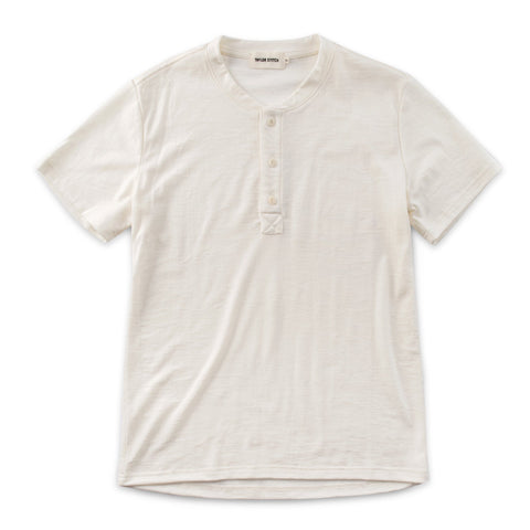 ショートスリーブヘンリー<br>The Short Sleeve Henley in Natural Merino - alternate view